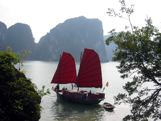 Halong Bay Seen On www.coolpicturegallery.us