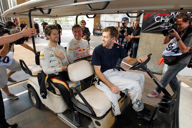 Себастьян Феттель катает на машинке Ромэна Грожана и Дэвида Култхарда на Гонке чемпионов 2012