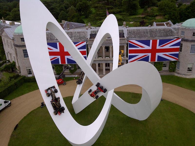 Скульптура Джерри Иуды на Фестивале скорости в Гудвуде 2012