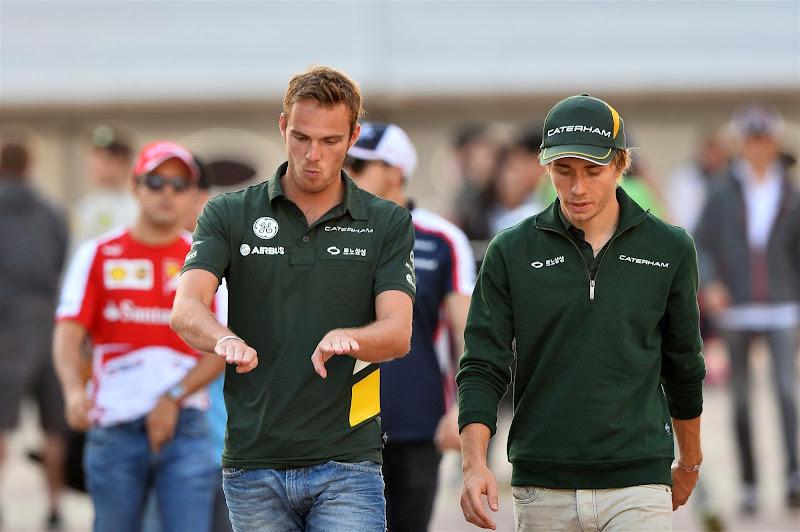 Гидо ван дер Гарде и Шарль Пик идут по паддоку Йонама на Гран-при Кореи 2013