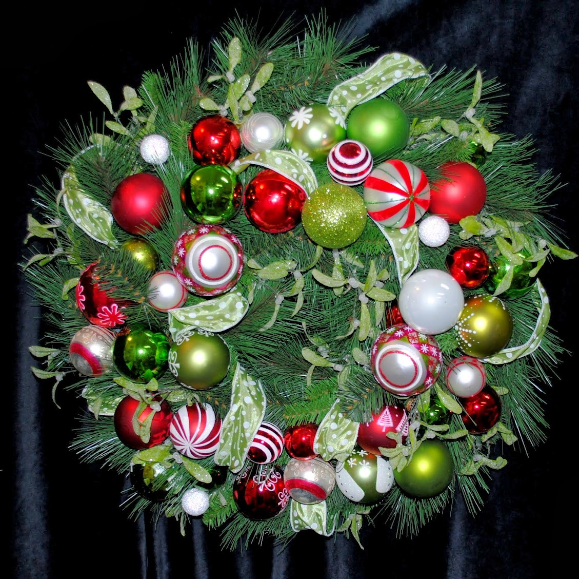 Jingle, Jingle, Jingle Christmas Ornament Wreath OWR8038