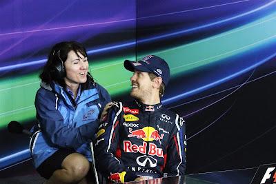 Себастьян Феттель и сотрудница пресс-конференции после Гран-при Бразилии 2012