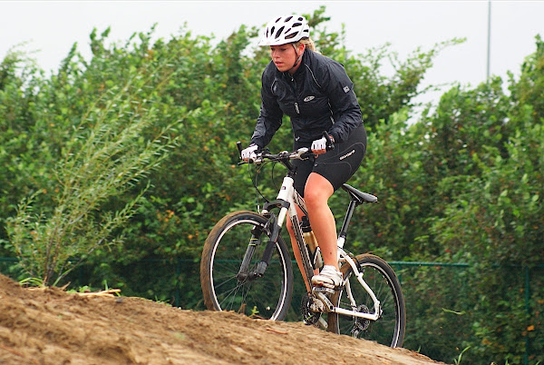 Vrouwen mountainbiken