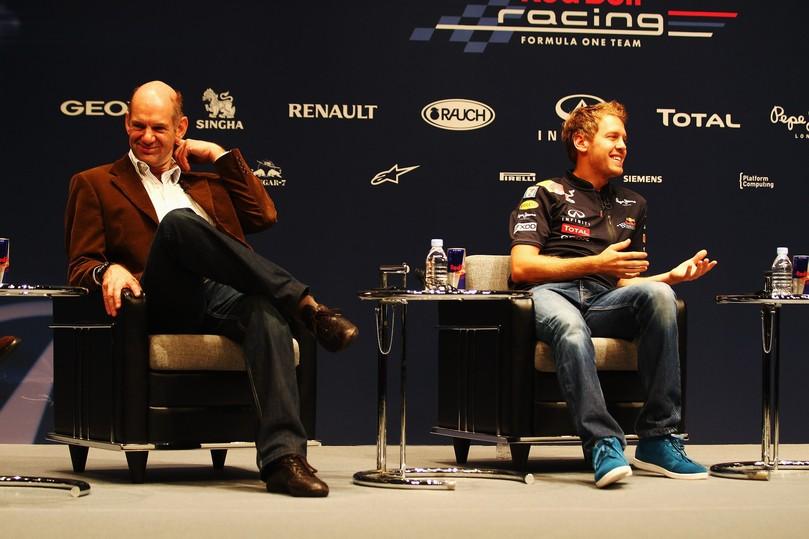 Эдриан Ньюи и Себастьян Феттель на пресс-конференции Red Bull в Йокогаме