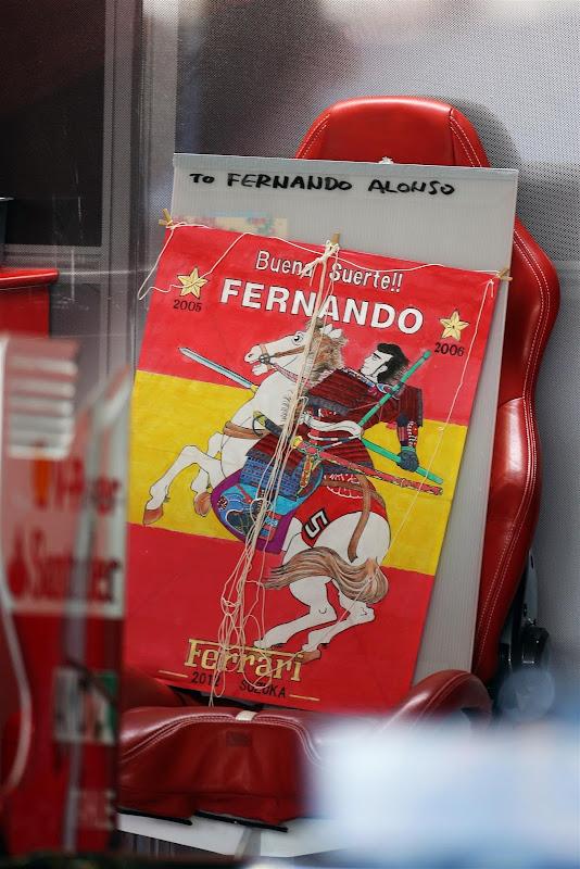 Buena Suerte Good Luck - Удачи Фернандо Алонсо и Ferrari от болельщиков на Гран-при Японии 2012