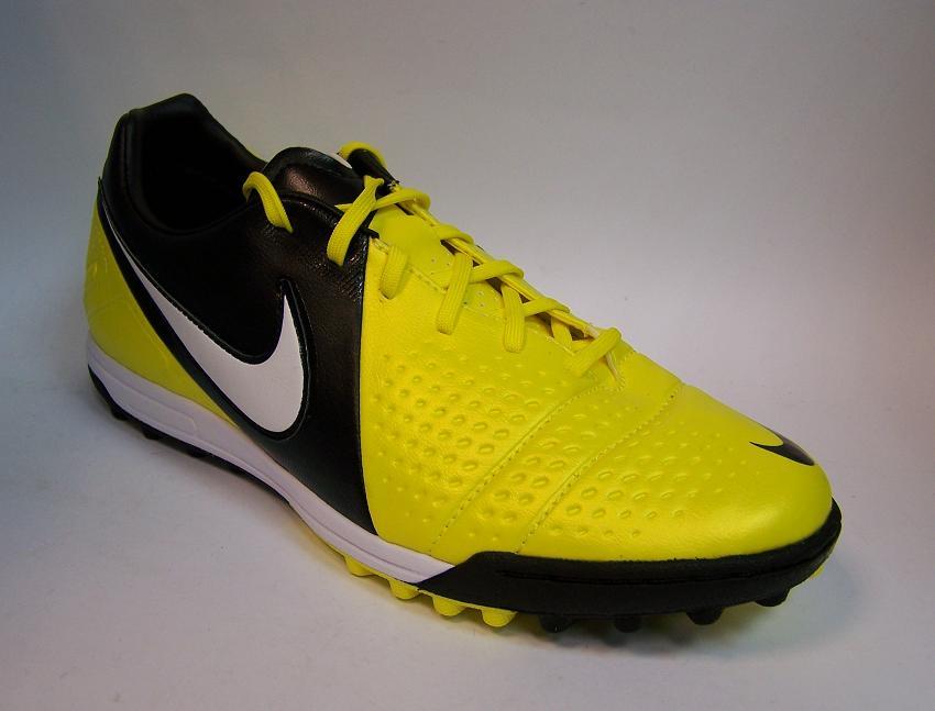 Tas&Sepatu: model sepatu bola terbaru