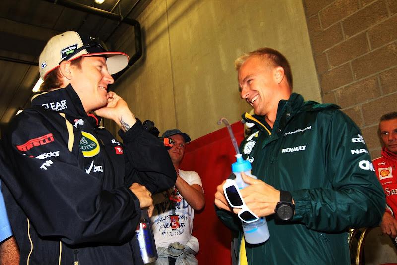 смеющиеся Кими Райкконен и Хейкки Ковалайнен на Гран-при Бельгии 2012