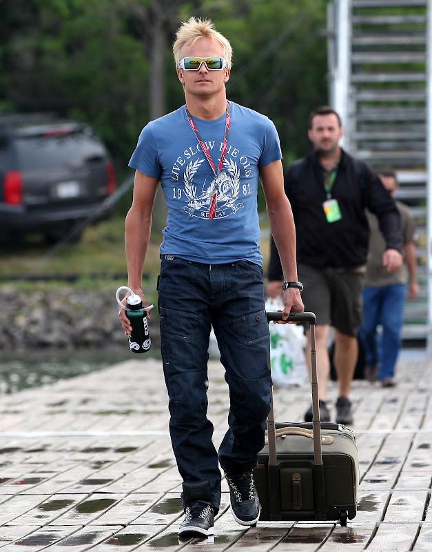 Хейкки Ковалайнен в забавной футболке на Гран-при Канады 2011