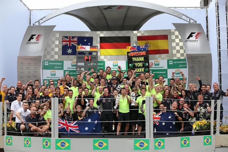 команда Red Bull на подиуме Интерлагоса на Гран-при Бразилии 2013