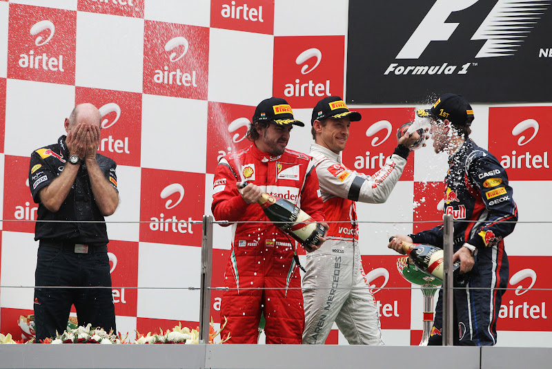 Фернандо Алонсо Себастьян Феттель Эдриан Ньюи Дженсон Баттон на подиуме Гран-при Индии 2011