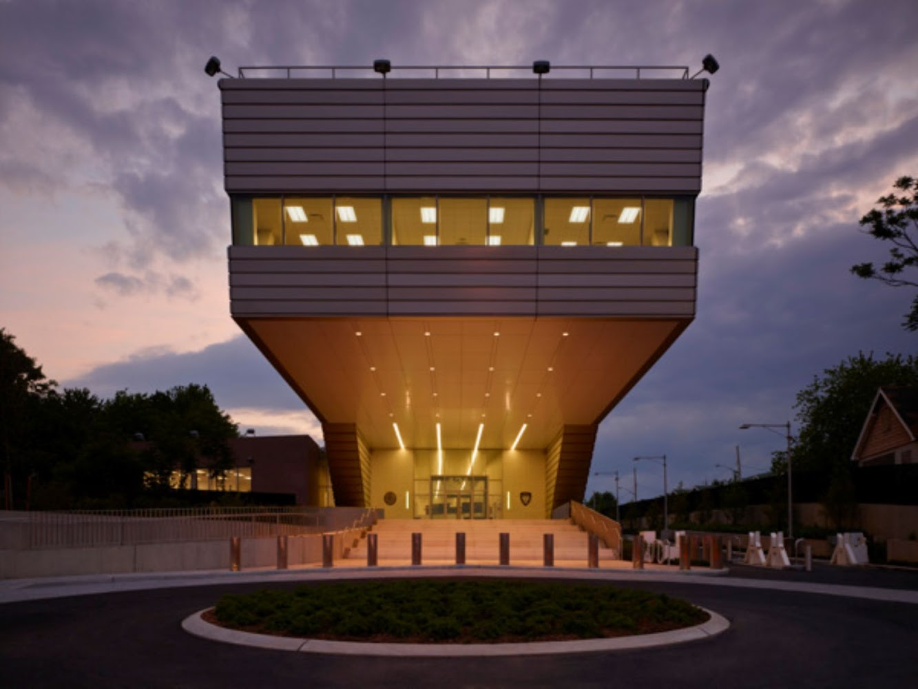 11121st-Police-Precinct-Station-House-by-Rafael-Vinoly-Architects