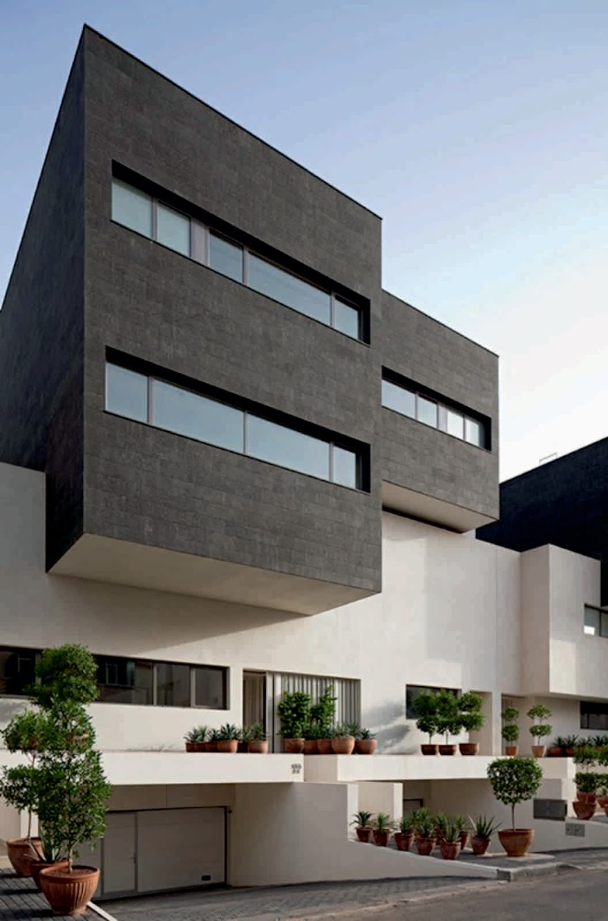 Al-Yarmuk, Kuwait: Black & White House by Agi Architects