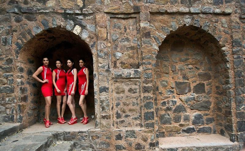 грид-герлз в Нью-Дели 19 октября перед Гран-при Индии 2012