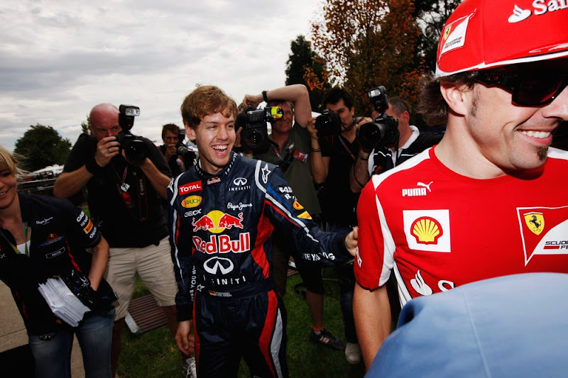 Фернандо Алонсо и Себастьян Феттель встречают друг друга на Гран-при Австралии 2012