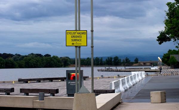 cyclist hazard sign