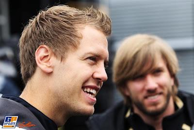 Себастьян Феттель и Ник Хайдфельд на Нюрбургринге в четверг на Гран-при Германии 2011