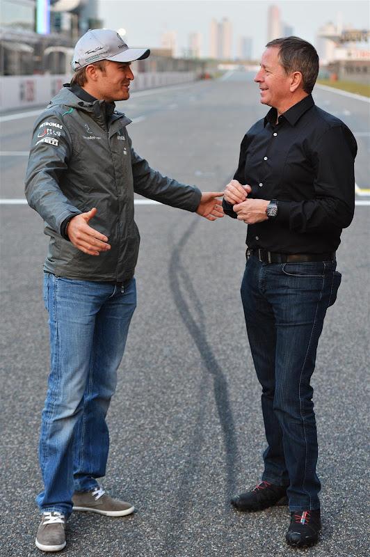 Нико Росберг и Мартин Брандл на старт-финишной прямой Шанхая на Гран-при Китая 2013