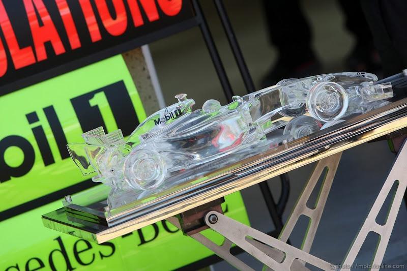 прозрачный болид McLaren на Гран-при Канады 2012