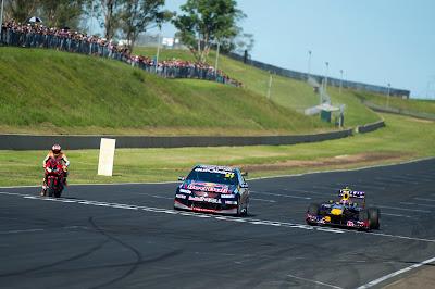 Superbike, V8 Supercars и Red Bull F1 на одной трассе на фестивале Top Gear в Сиднее 10 марта 2013