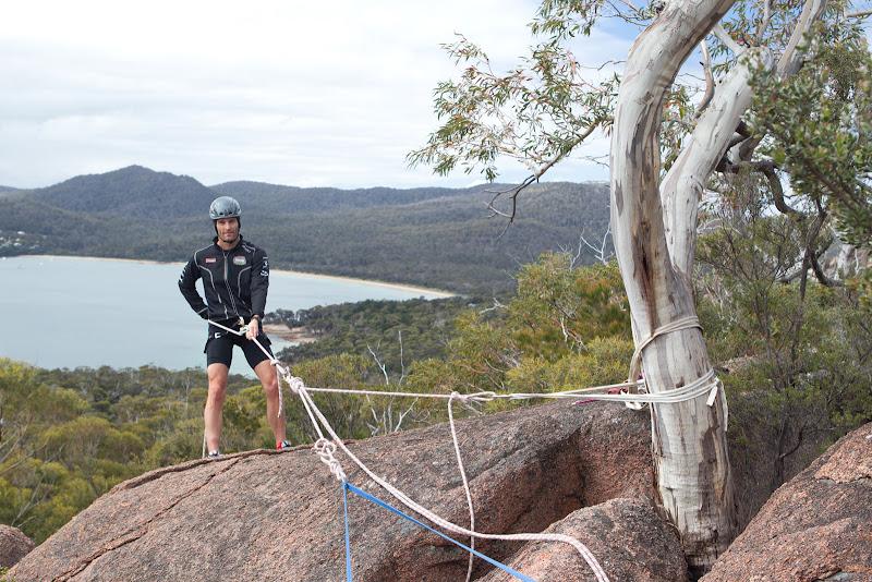 Марк Уэббер занимается скалолазанием в Freycinet National Park в Тасмании 5 декабря 2011