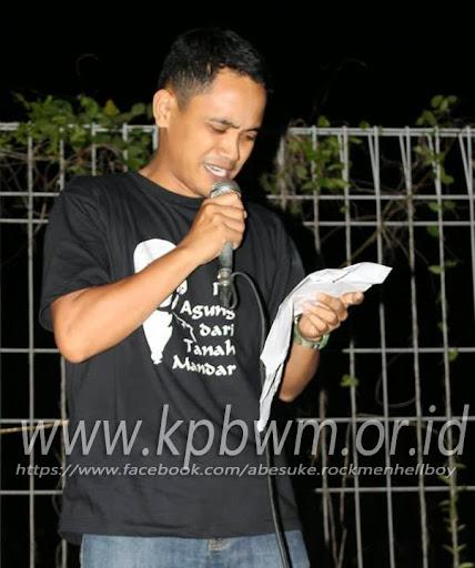 syamsul maarif membaca puisi perkemahan mangrove sendana