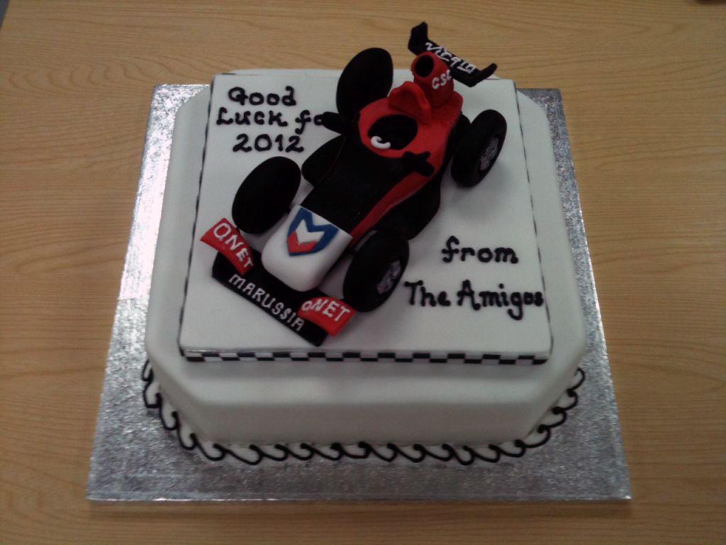 торт Marussia с пожеланием удачи в 2012