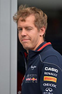 Себастьян Феттель подмигивает на Гран-при Германии 2013