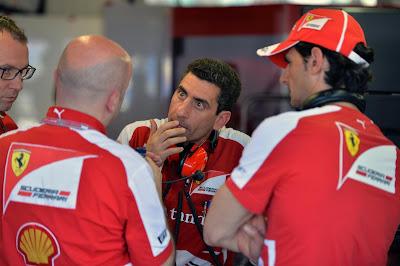 Андреа Стелла, Стефано Доменикали, Педро де ла Роса и механик в гараже Ferrari на Гран-при Монако 2013