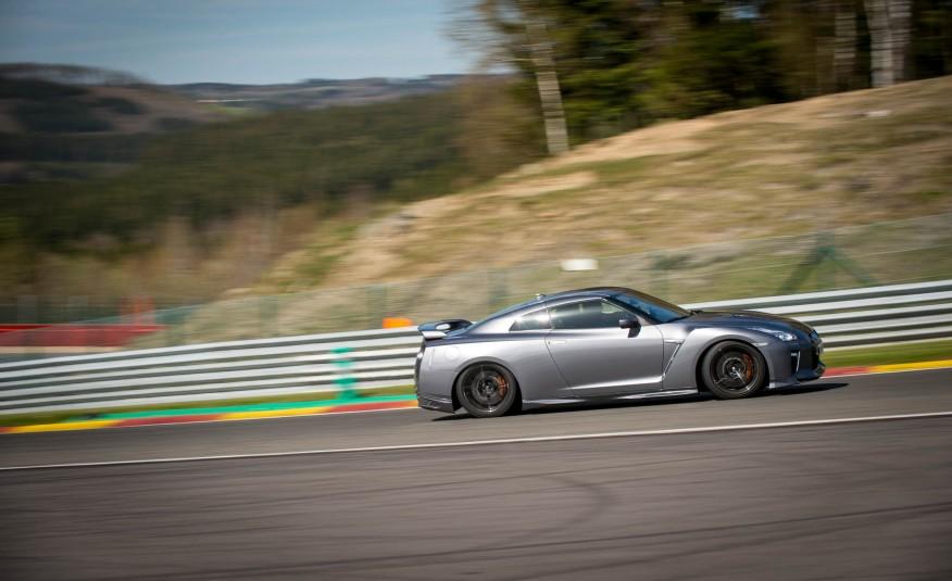 Tăng tốc nhanh, lái ổn định, xử lý tốt...quá hoàn hảo