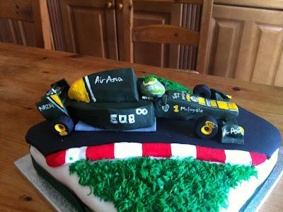 торт Team Lotus для инженера Райна 2011