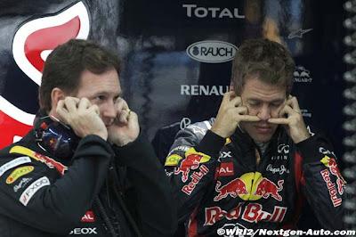 Кристиан Хорнер и Себастьян Феттель затыкают уши в гараже Red Bull на Гран-при Кореи 2011