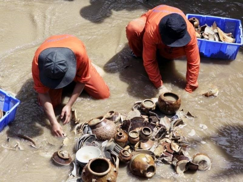 Vietnam salvager says ancient coins looted from shipwreck