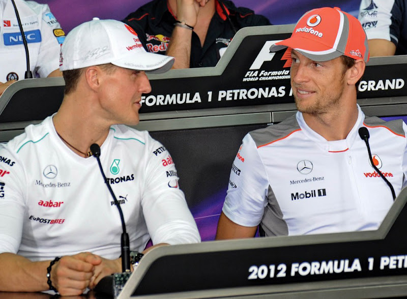 Михаэль Шумахер и Дженсон Баттон на пресс-конференции в четверг на Гран-при Малайзии 2012