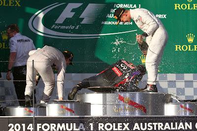 эпичное падение Даниэля Риккардо на подиуме Гран-при Австралии 2014