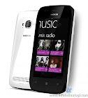 White and black Nokia Lumia 710