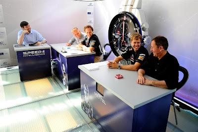 Мартин Брандл Себастьян Феттель Кристиан Хорнер Джонни Херберт в викторине Speed and Intelligence на Гран-при Италии 2012