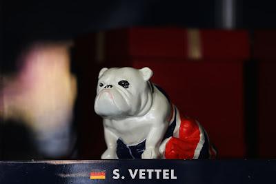 собачка Себастьяна Феттеля на Гран-при Китая 2013