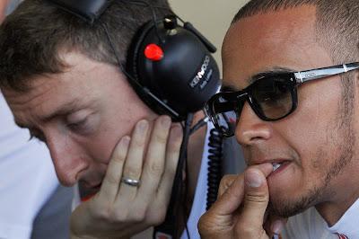 Льюис Хэмилтон грызет ногти на Гран-при Европы 2012