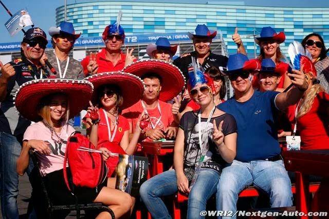 болельщики Ferrari в шляпах и с ирокезами на Гран-при России 2014