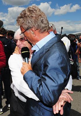 Берни Экклстоун обнимает Эдди Джордана на Гран-при Канады 2013