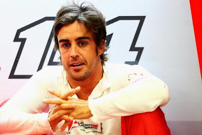 Фернандо Алонсо в гараже Ferrari на Гран-при Бахрейна 2014