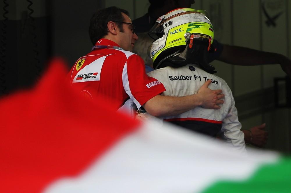 Стефано Доменикали поздравляет Серхио Переса со вторым местом на Гран-при Малайзии 2012