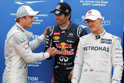 Нико Росберг поздравляет Марка Уэббера перед Михаэлем Шумахером после квалификации на Гран-при Монако 2012