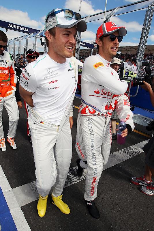 Нико Росберг и Дженсон Баттон идут по пит-лейну на Гран-при Австралии 2012