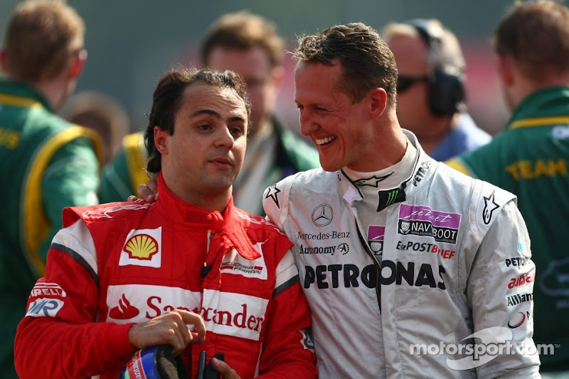 улыбающиеся Фелипе Масса и Михаэль Шумахер идет по Монце на Гран-при Италии 2011