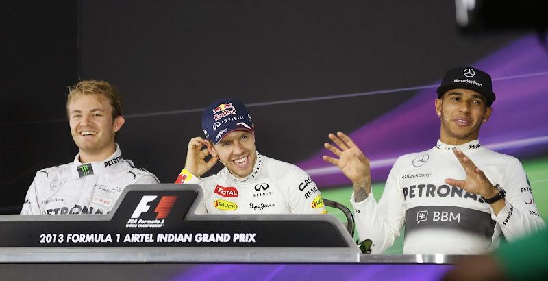 Нико Росберг, Себастьян Феттель и Льюис Хэмилтон на пресс-конференции после квалификации на Гран-при Индии 2013