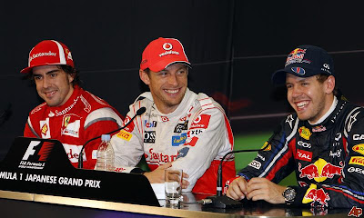 Фернандо Алонсо Дженсон Баттон Себастьян Феттель на пресс-конференции победителей и призеров Гран-при Японии 2011