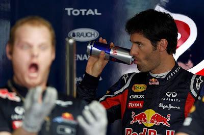 Марк Уэббер и механик Red Bull с открытым ртом на Гран-при Японии 2011