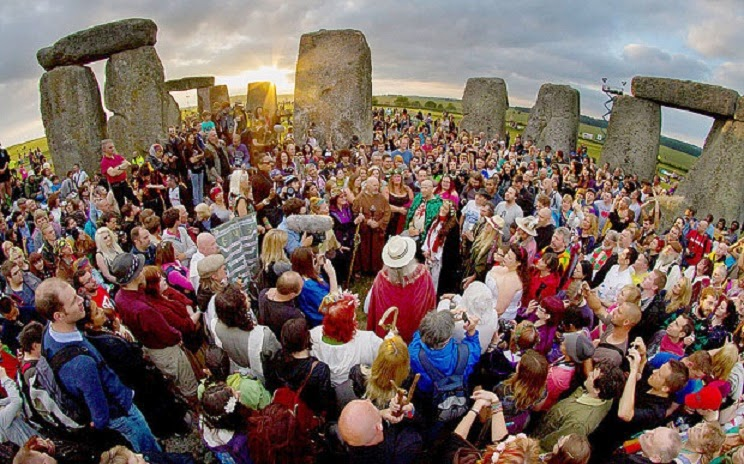 UK: Call for Stonehenge access ban to prevent damage