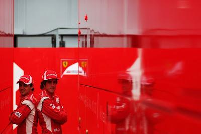 Фелипе Масса и Фернандо Алонсо спиной к спине на Гран-при Италии 2011